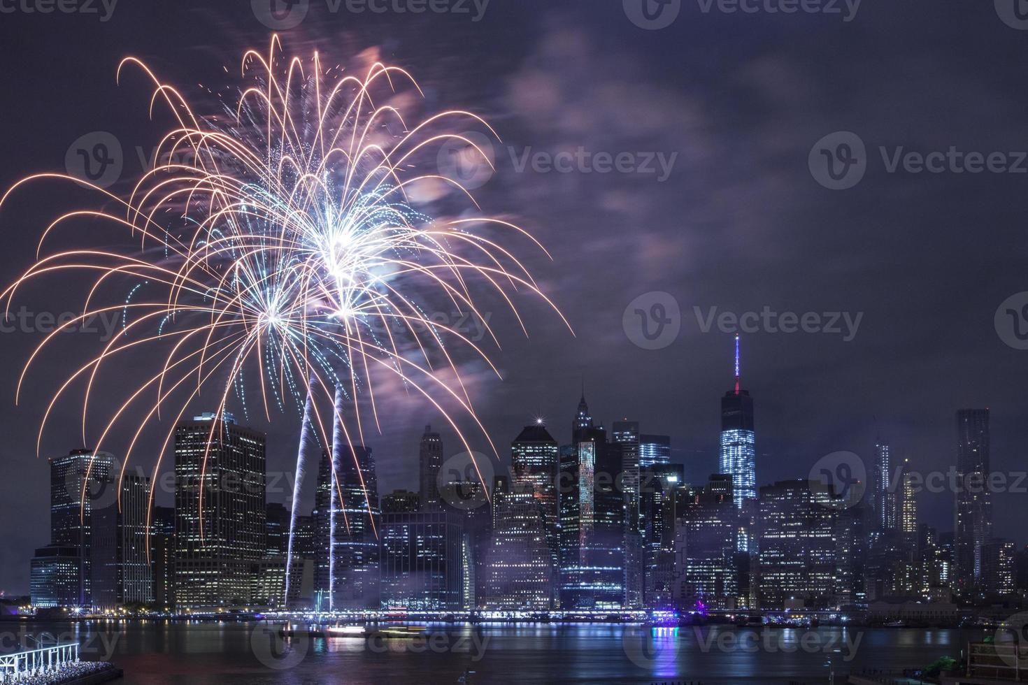 onafhankelijkheidsdag met vuurwerk in new york city foto