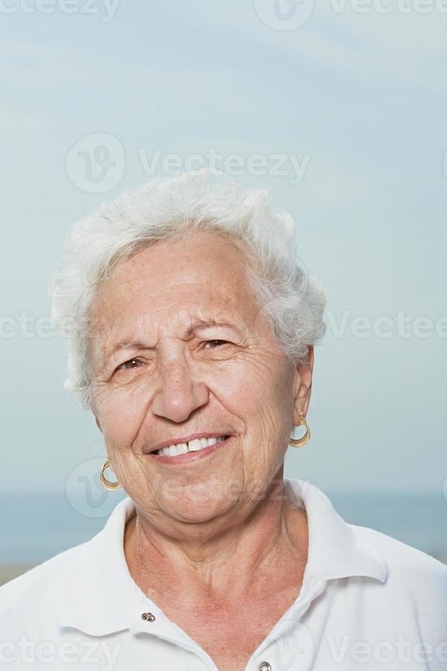 portret van een senior vrouw foto