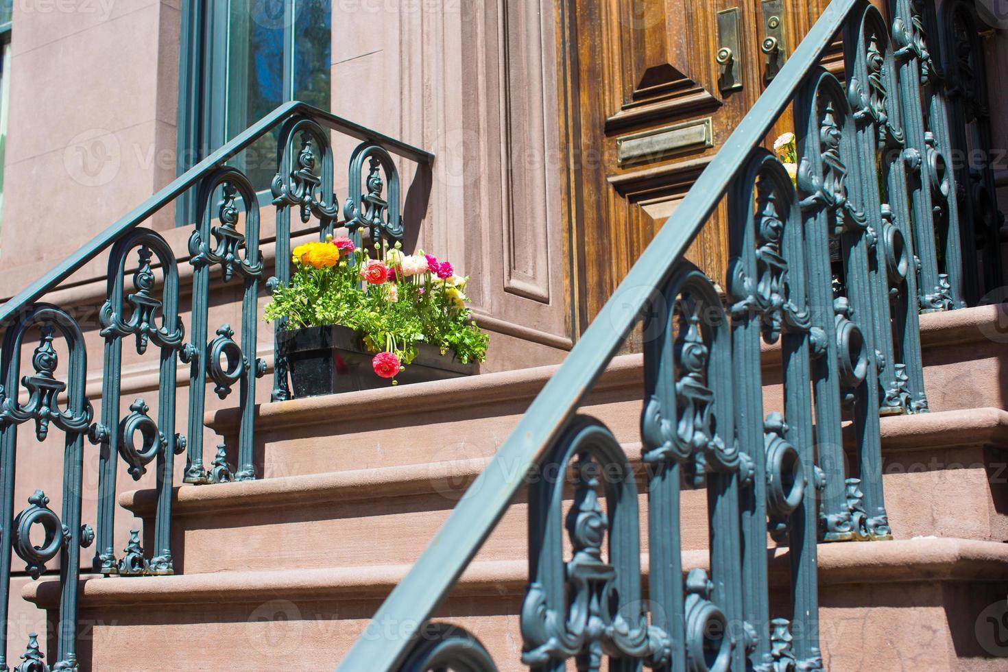 oude huizen met trappen in de historische wijk van West Village foto