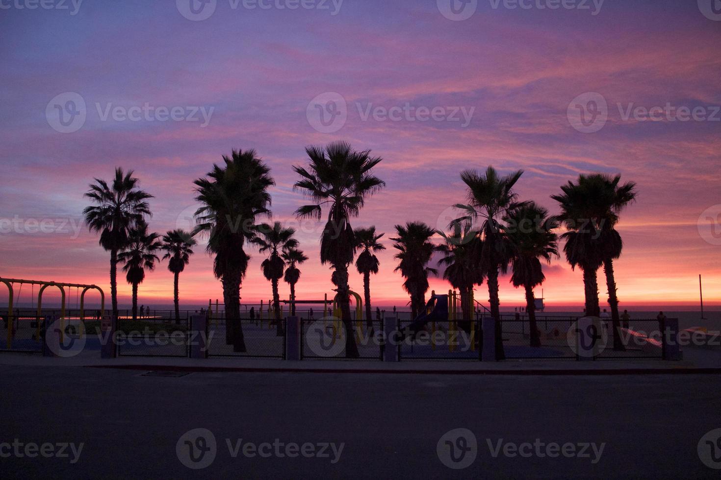 Venetië strand zonsondergang hemel tijdens de winterzonnewende foto
