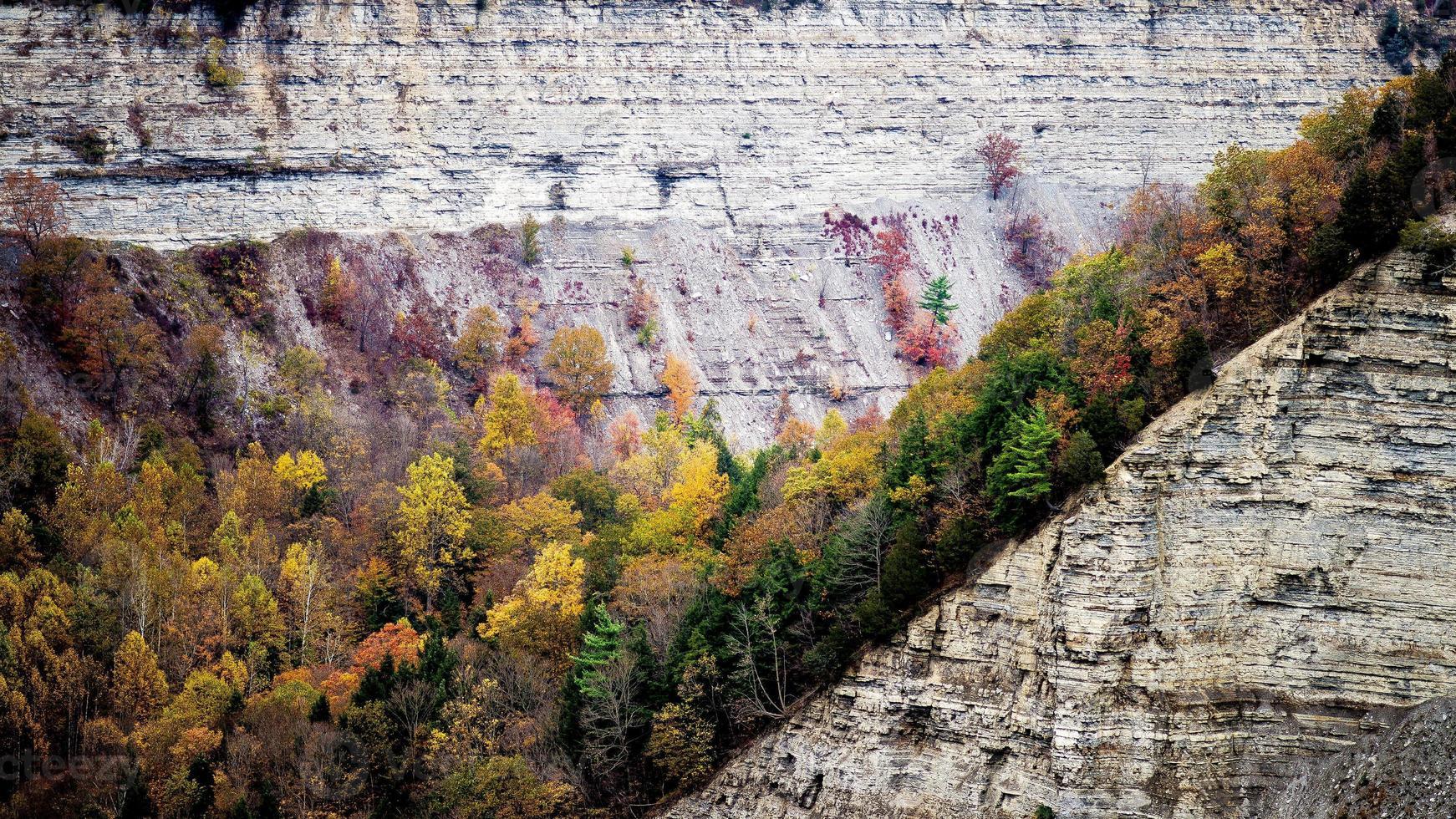 schilderachtige herfst landschap op letchworth state park foto