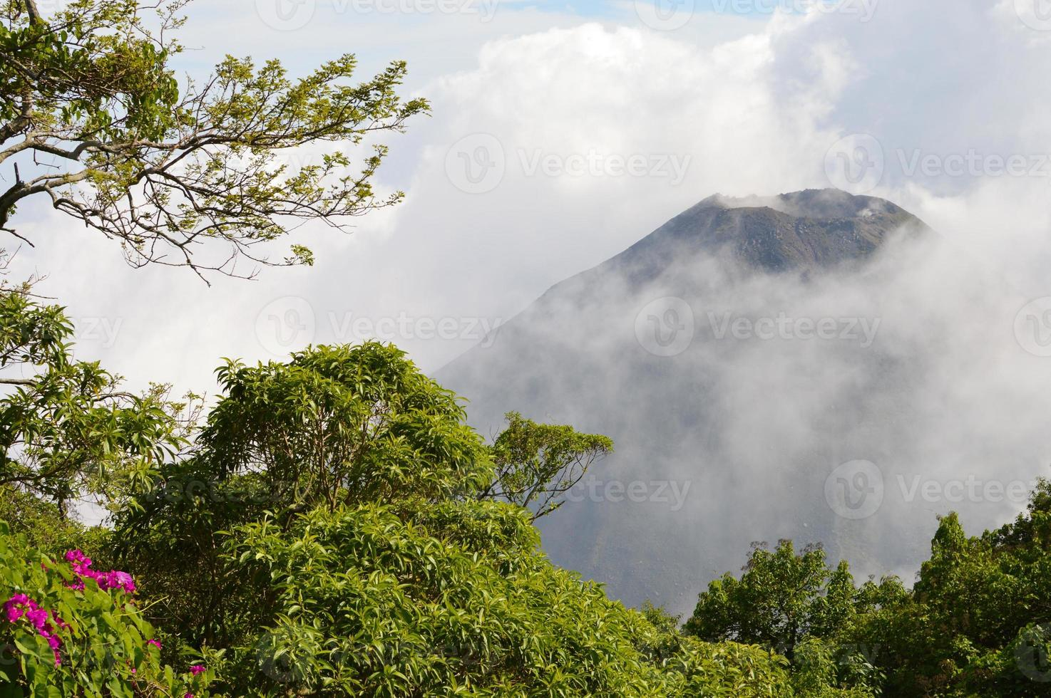 de top van de actieve izalco-vulkaan in el salvador foto