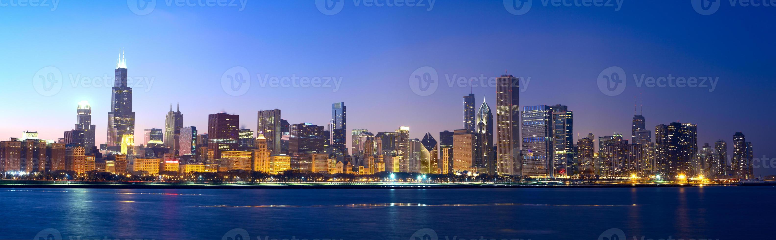 een panoramisch uitzicht op de skyline van chicago foto