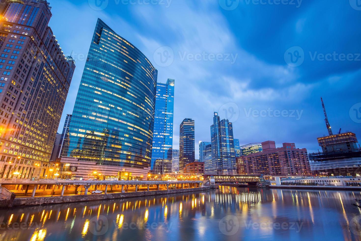 het centrum van Chicago en de rivier van Chicago foto