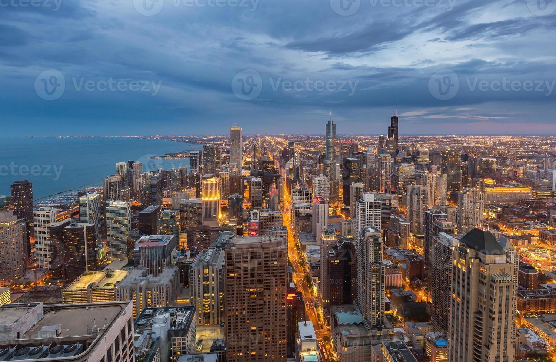 Chicago skyline van het centrum 's nachts, Illinois foto