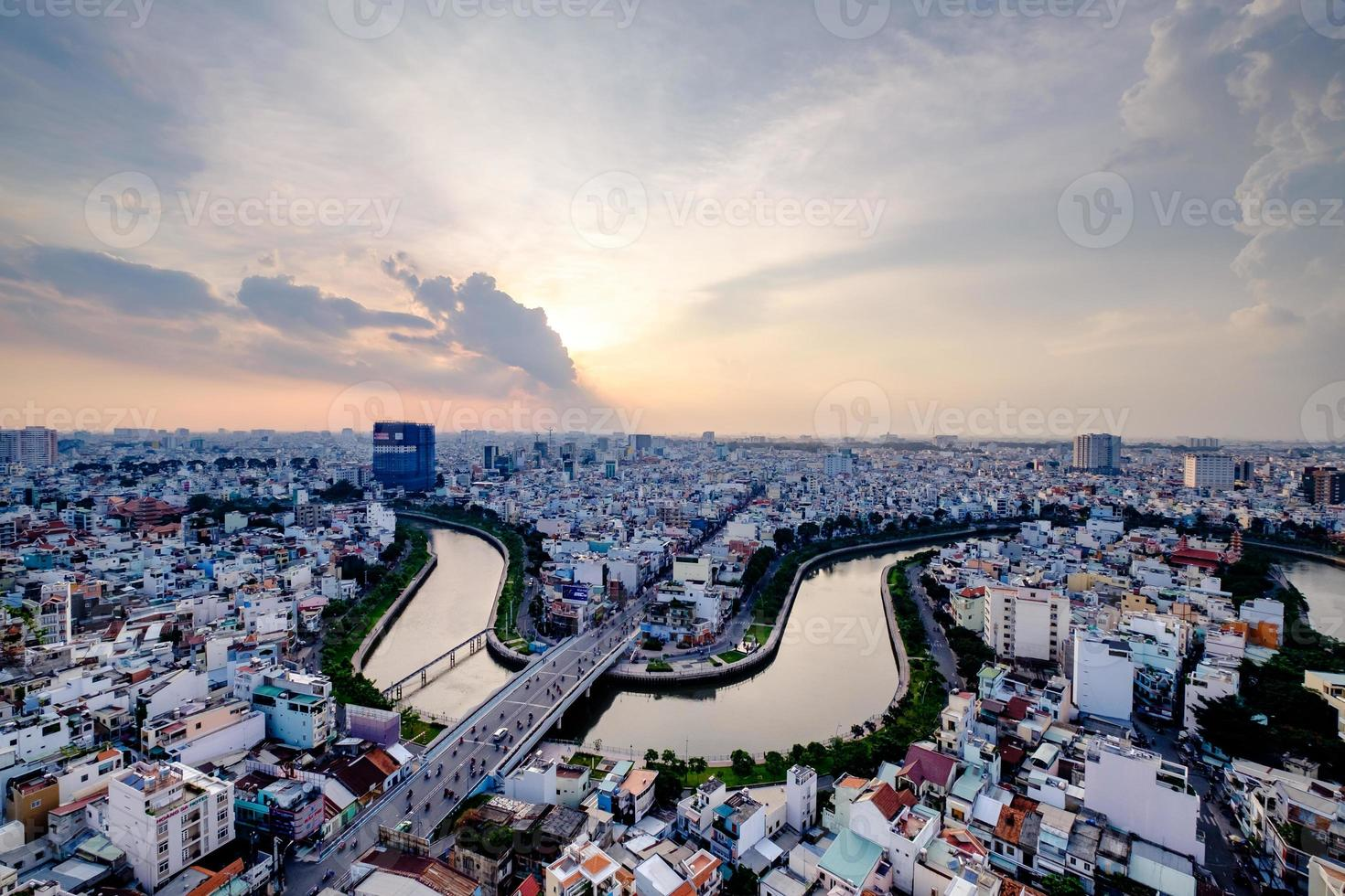 ho chi minh, vietnam - 25 november 2015 zonsondergang foto