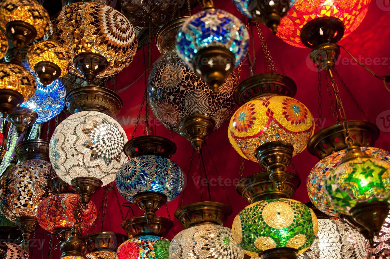 Turkse lantaarns op de Grote Bazaar in Istanbul, Turkije foto