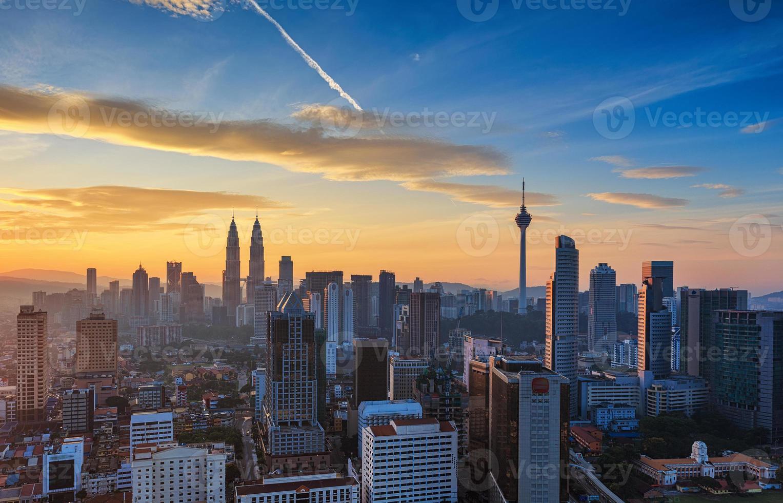 Kuala Lumpur stadscentrum bij zonsopgang foto