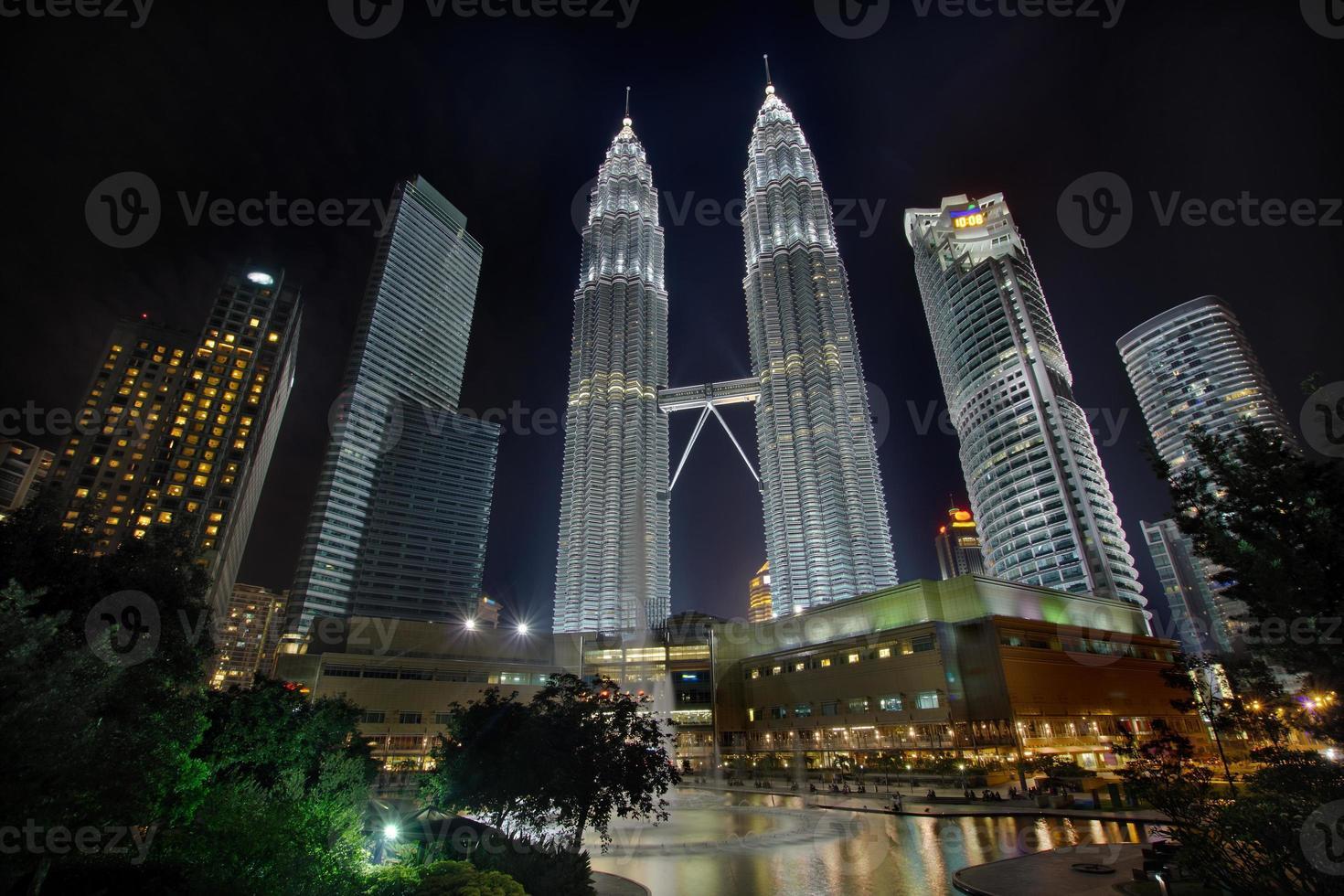 Kuala Lumpur stadsgezicht 's nachts foto