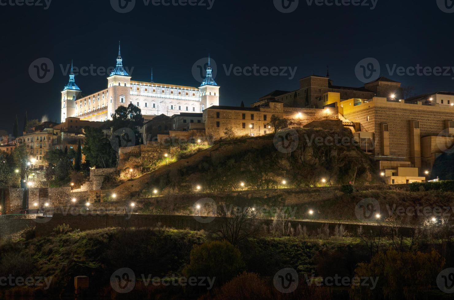 Toledo Cityscape 's nachts. Spanje foto