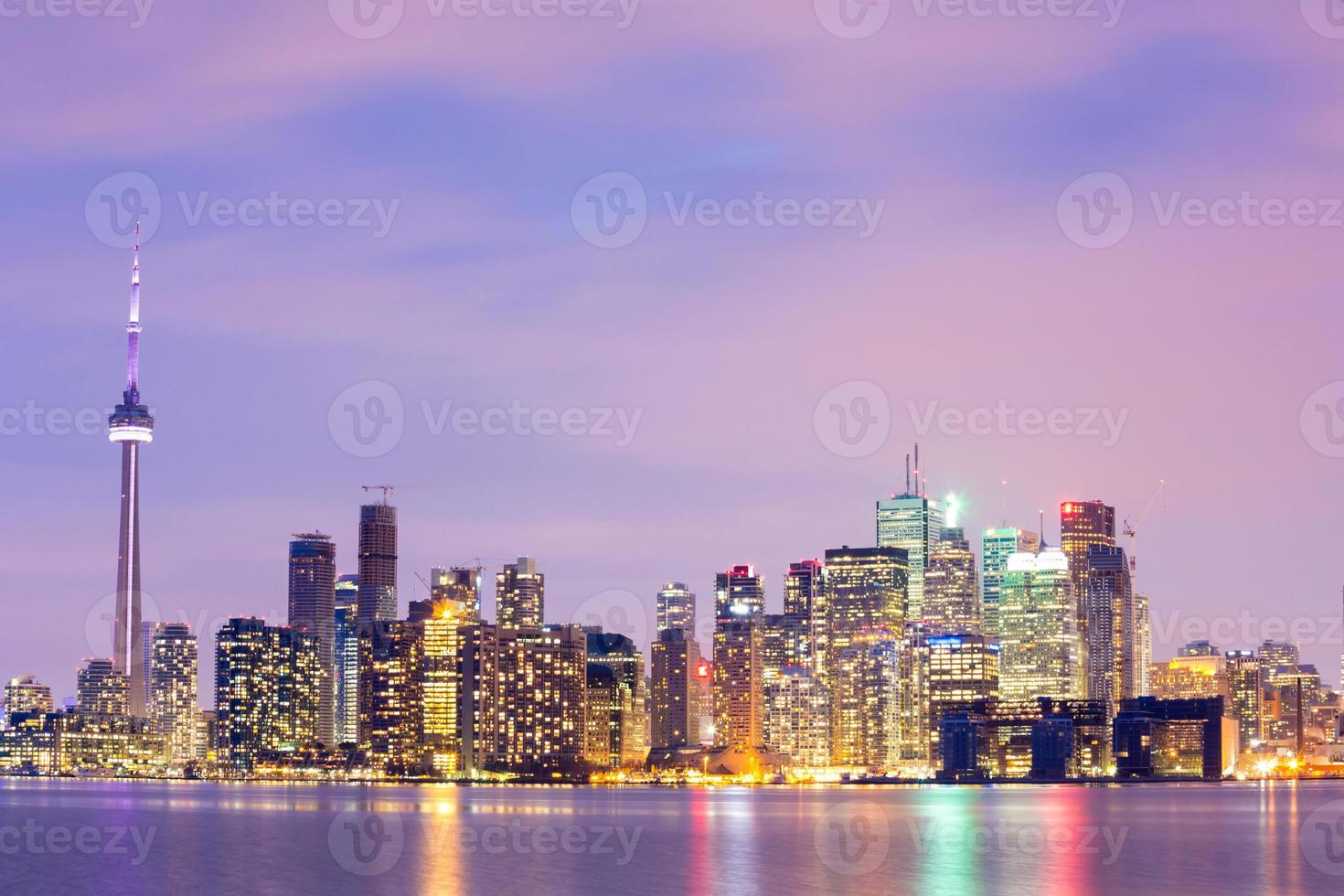 toronto skyline in de schemering foto