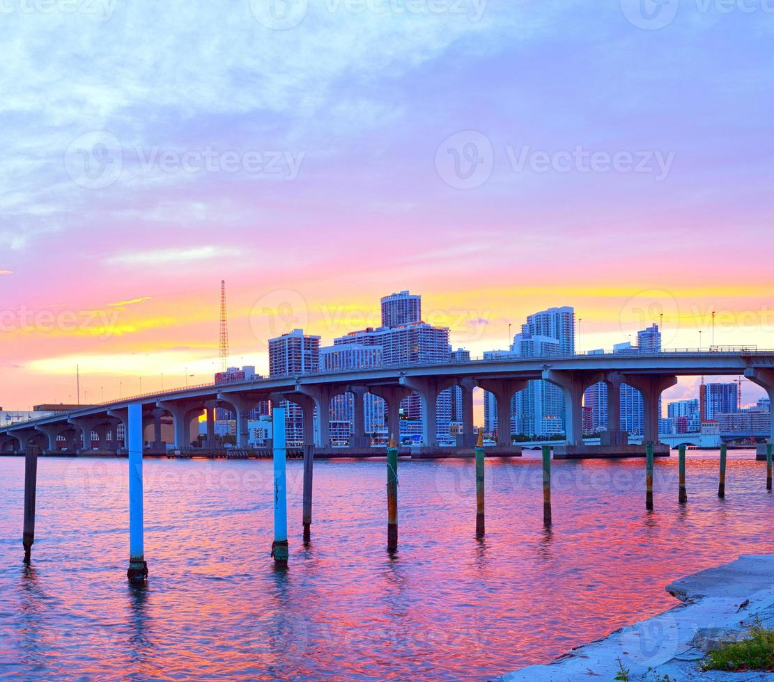 stad van miami florida, kleurrijk zonsondergangpanorama foto