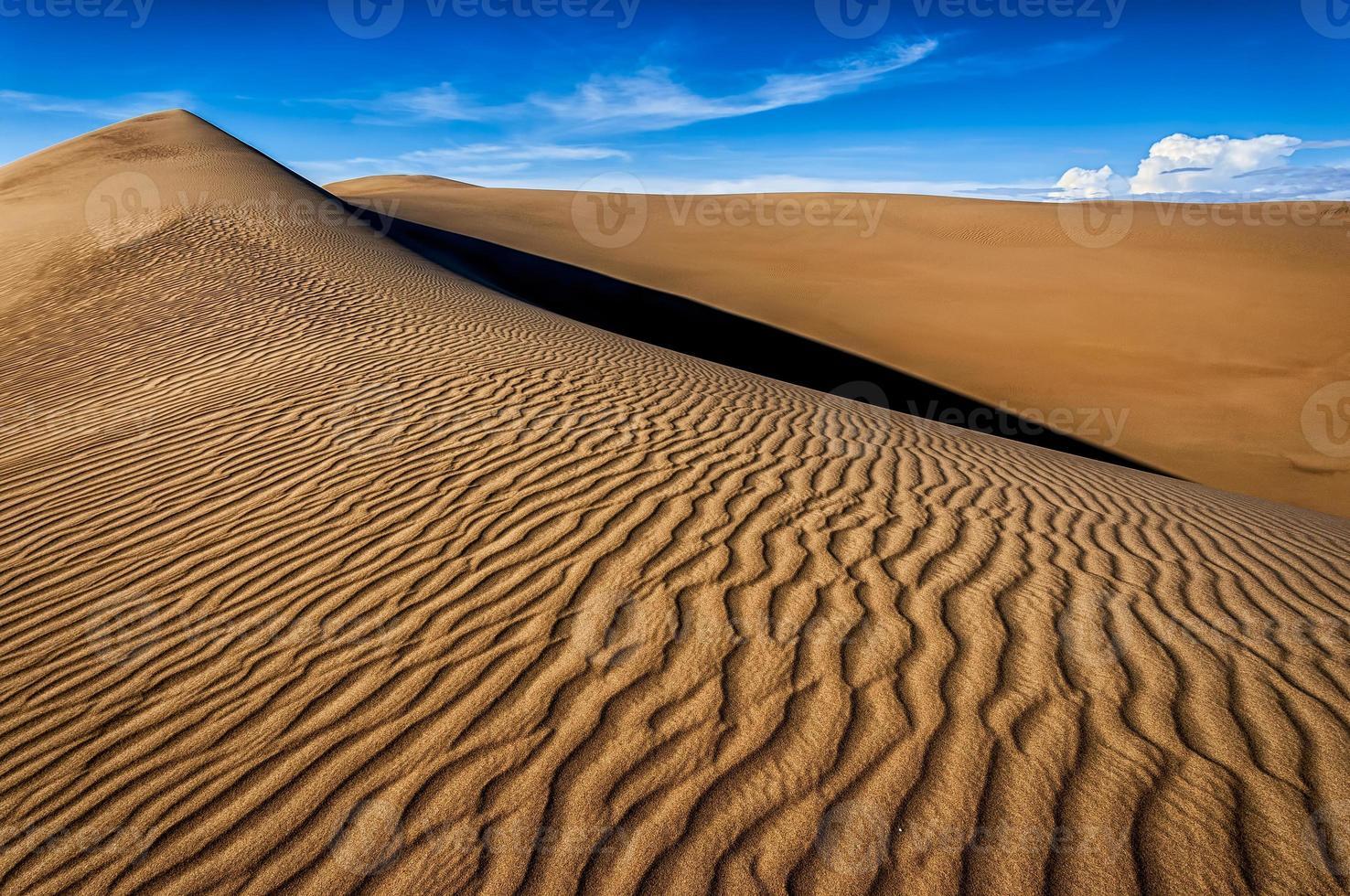 de namib zandzee bestaande uit vele zandduinen. foto