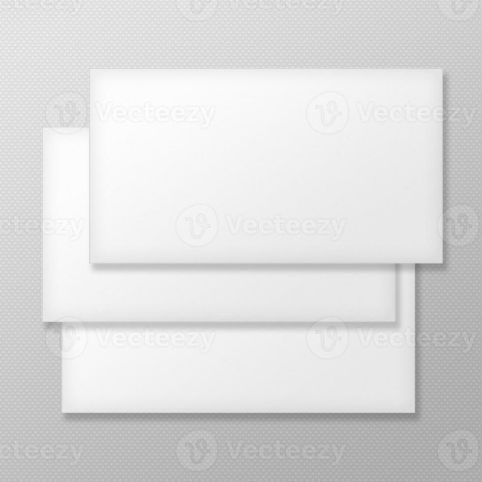 set van lege enveloppen op grijze achtergrond. foto