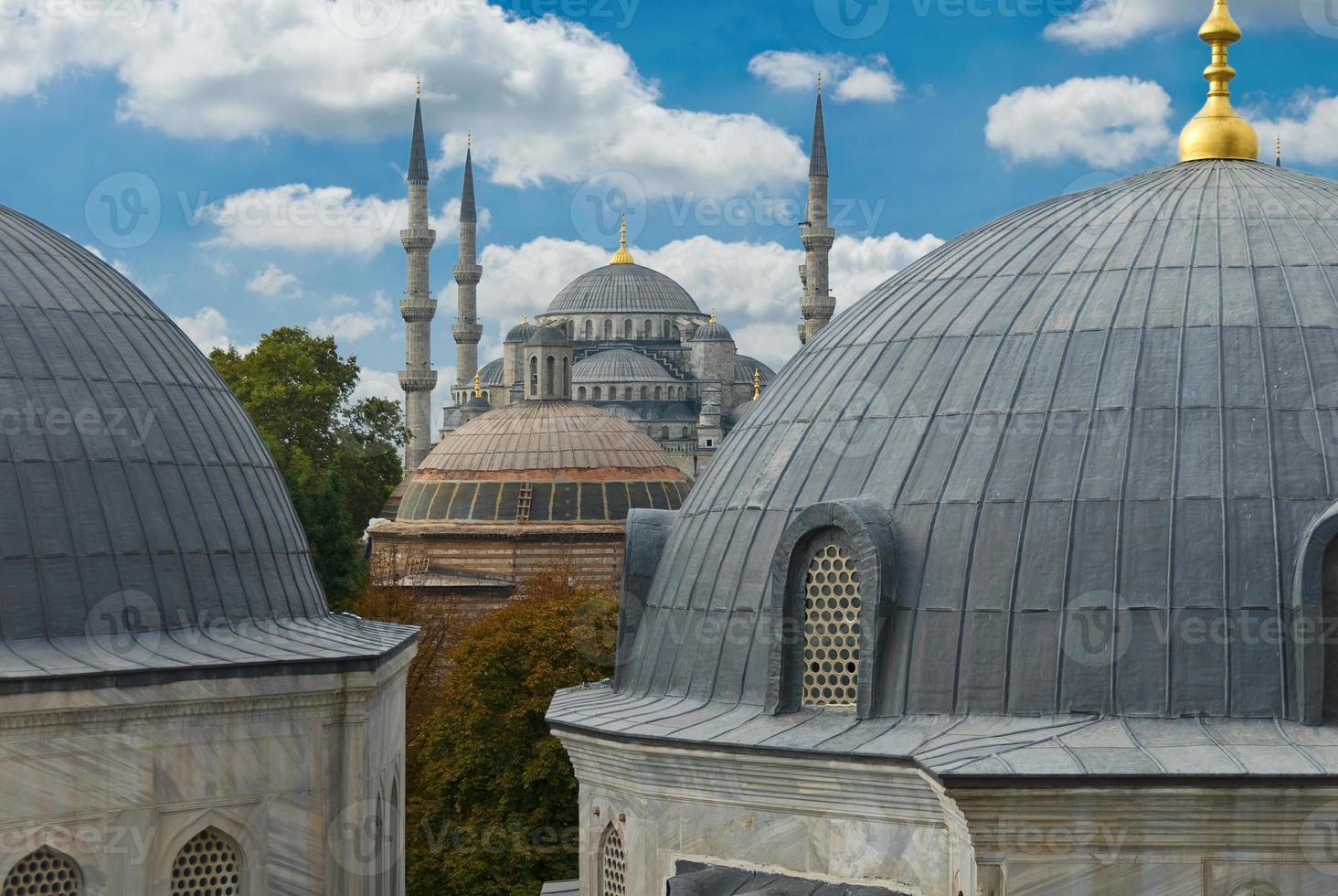 blauwe moskee in istanbul schot van hagia sophia, turkije foto