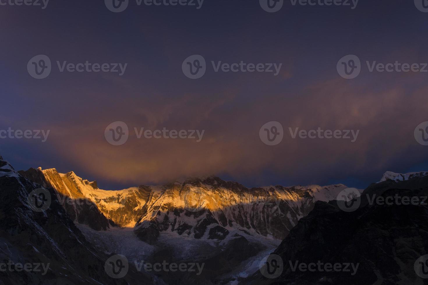 uitzicht op annapurna ik van annapurna basiskamp bergen van de Himalaya foto