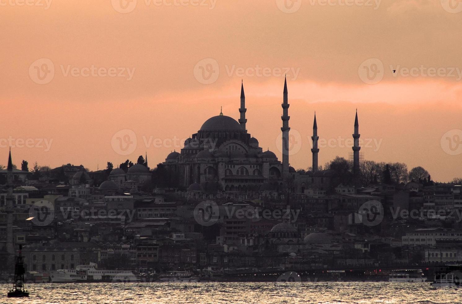 zonsondergang over de Bosporus, Istanbul foto