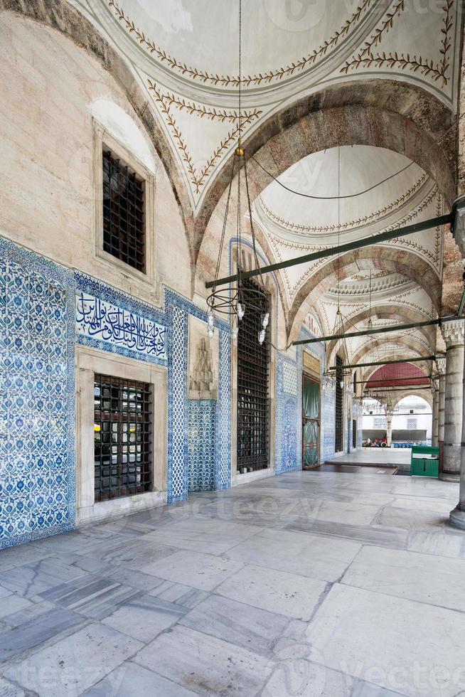 rustem pasa moskee, istanbul, turkije foto
