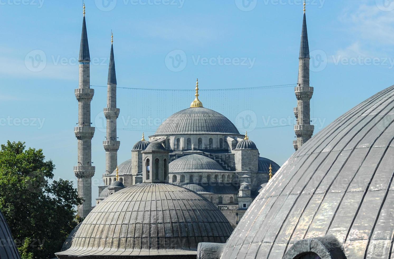 blauwe moskee gezien vanaf hagia sophia foto