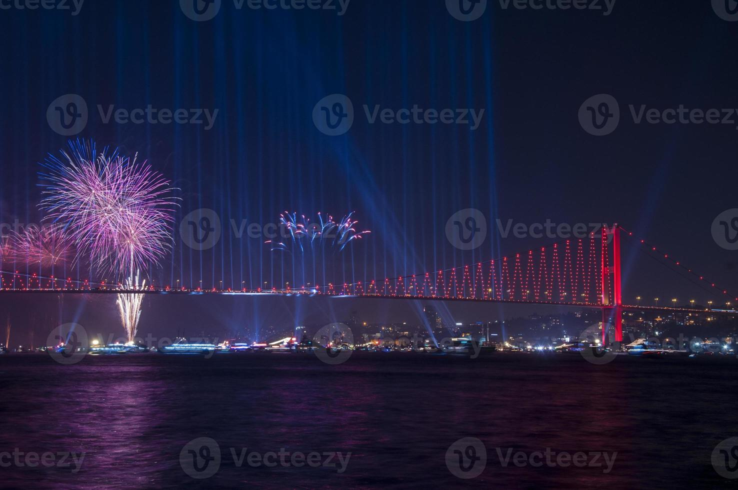 feest met vuurwerk. Istanbul, Turkije foto