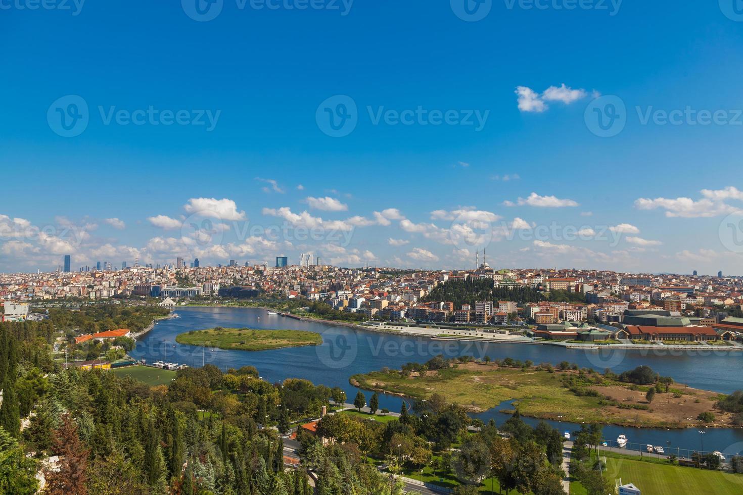 het uitzicht op de gouden hoorn in Istanbul foto