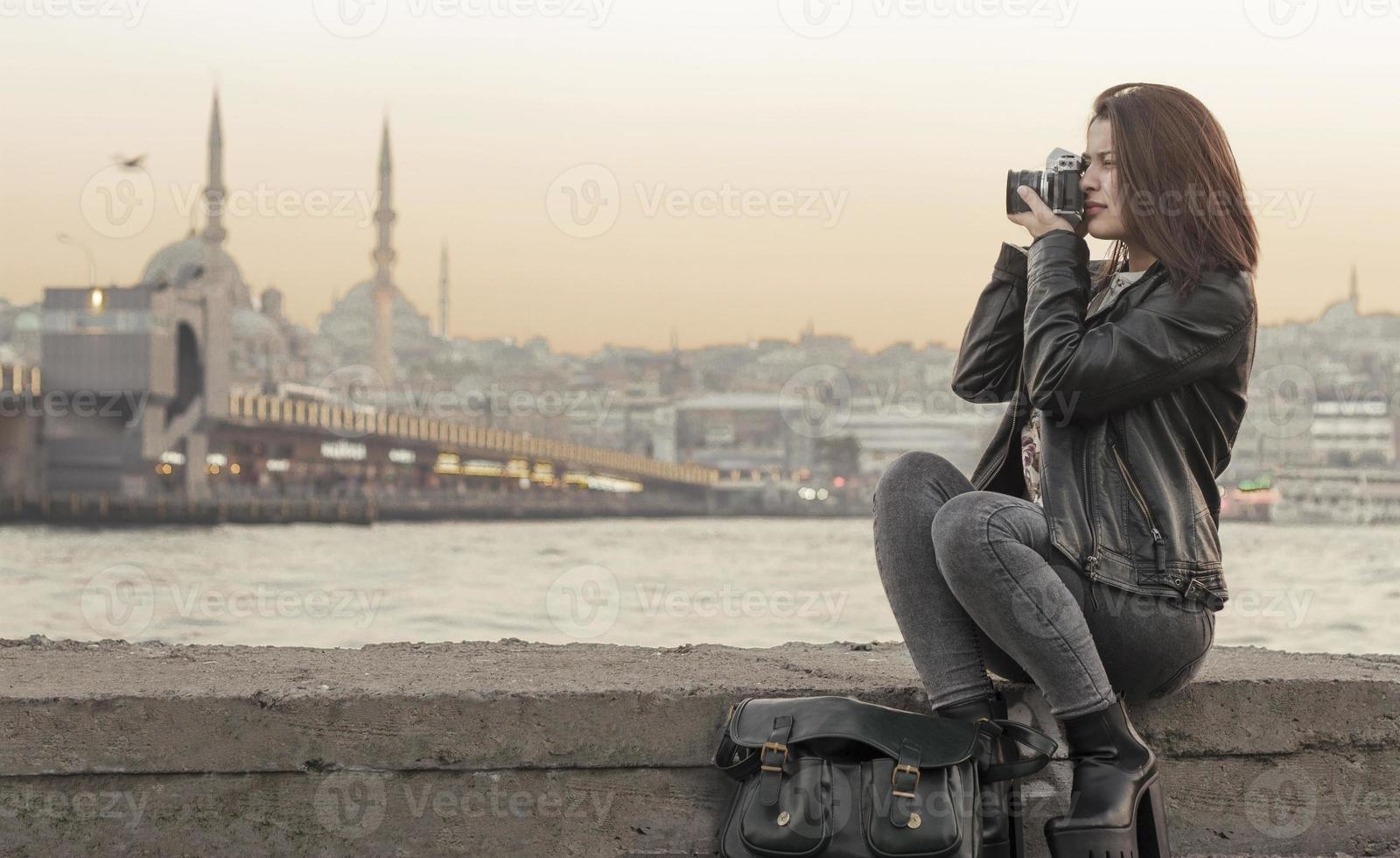 mooie vrouw fotograferen in istanbul, turkije foto