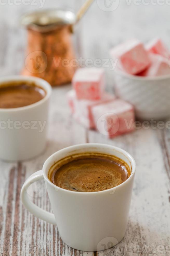 Turkse koffie met Turks fruit foto