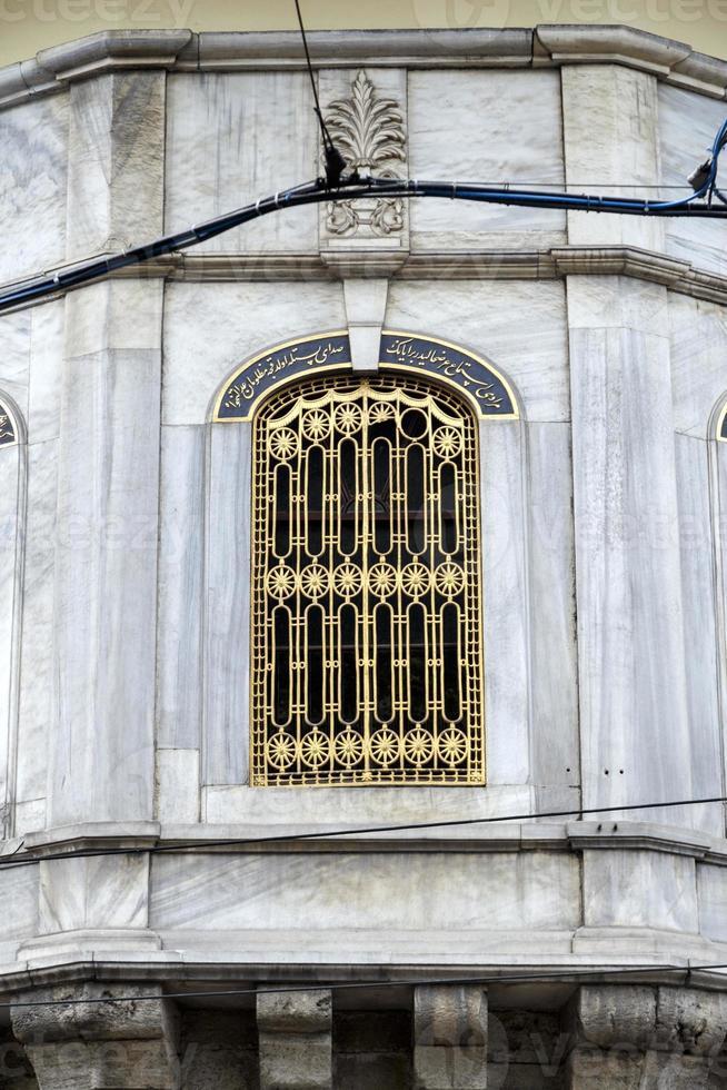 venster van de processiekiosk, Istanbul, Turkije. foto