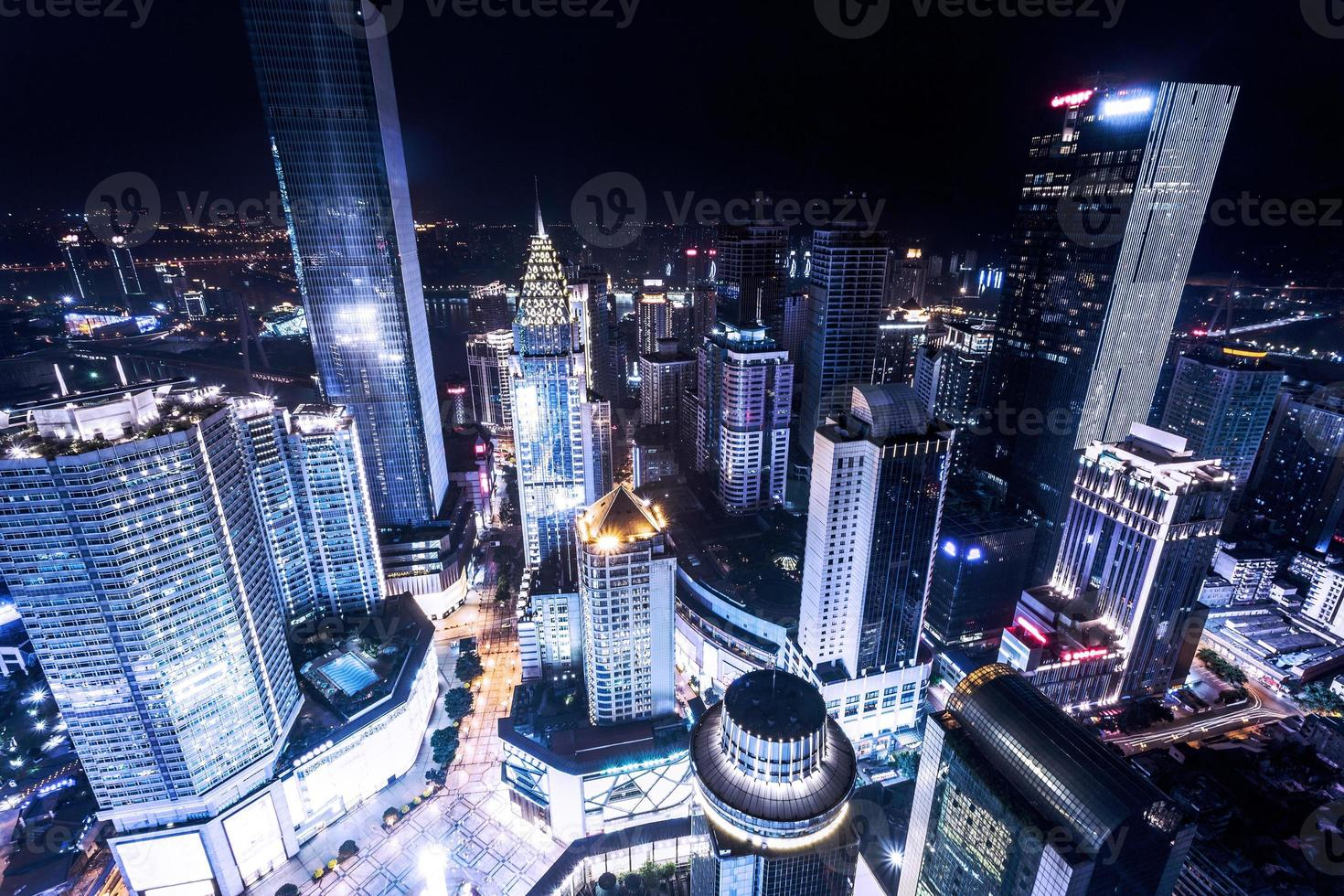 verlichte wolkenkrabbers in Chongqing foto
