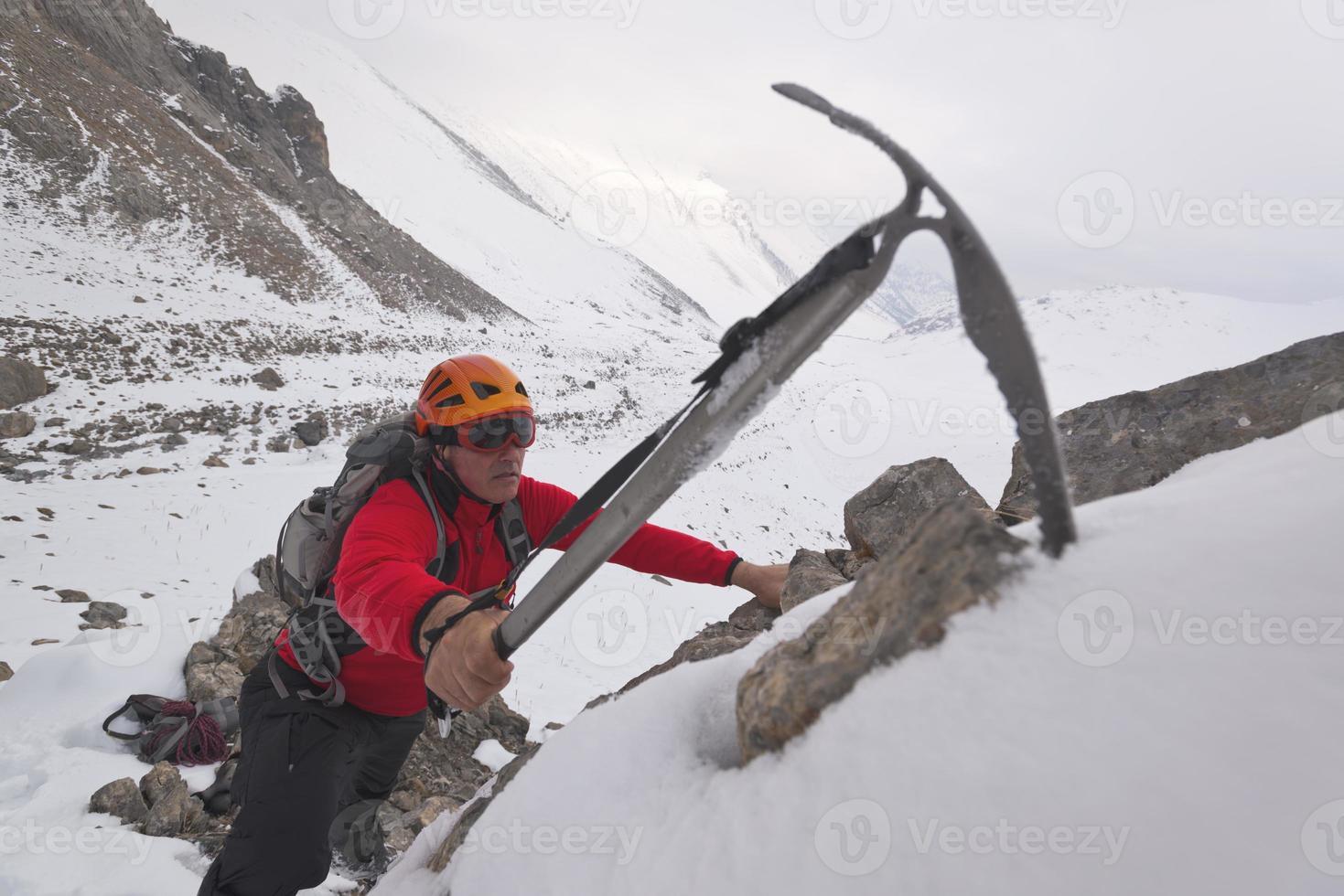 een berg beklimmen foto