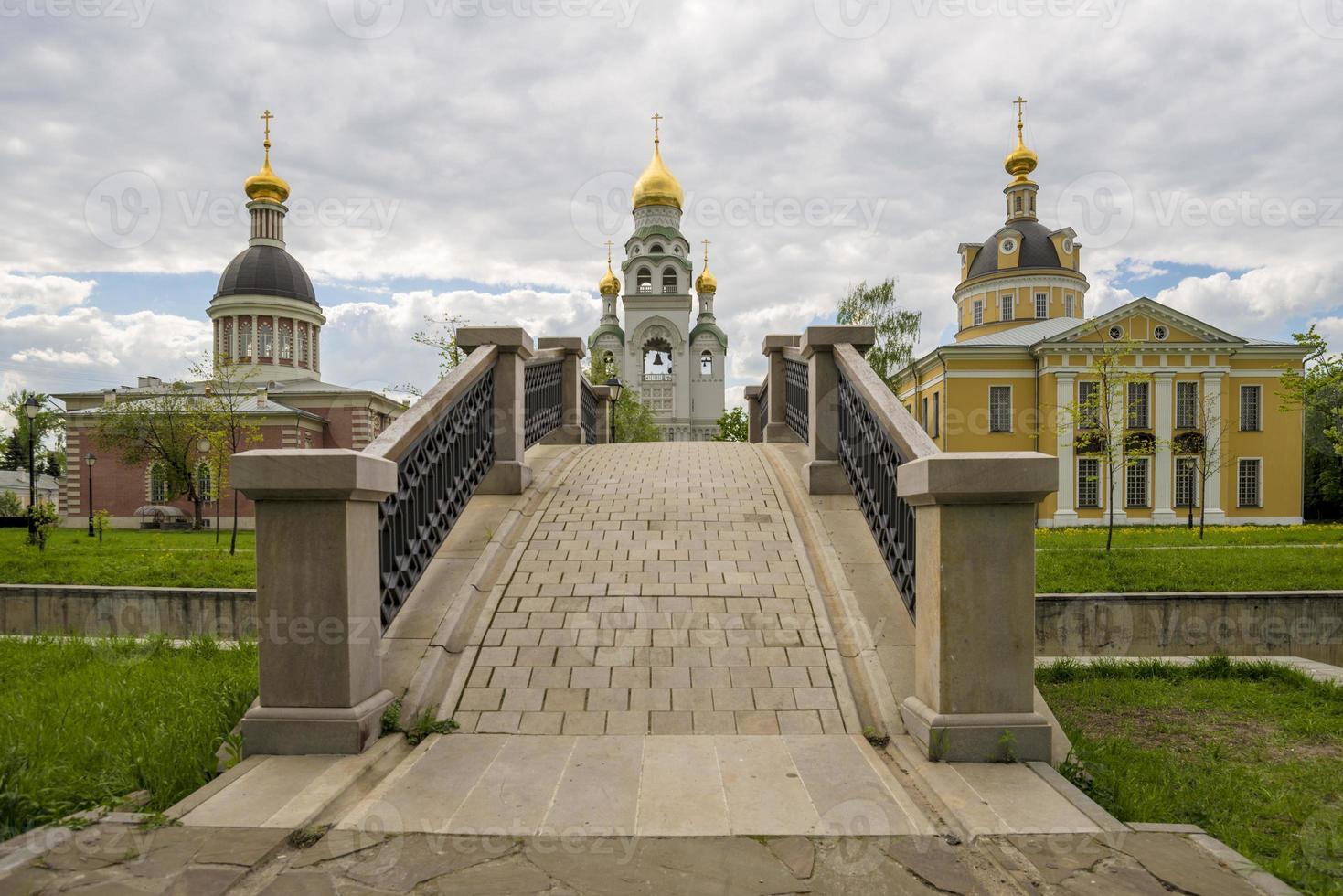 oude Russisch-orthodoxe kerk in het klooster foto
