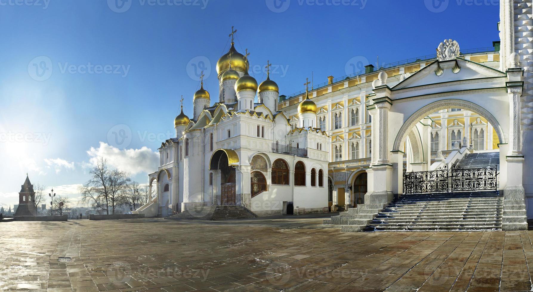 kathedraal plein van Moskou kremlin met aankondiging kathedraal foto