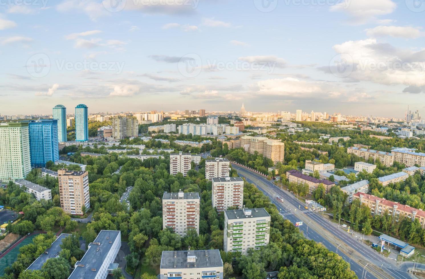 moderne residentiële hoogbouw districten van Moskou bovenaanzicht foto