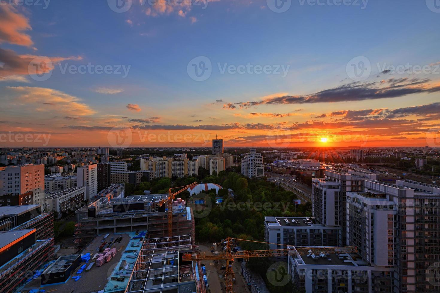 zonsondergang over Warschau foto