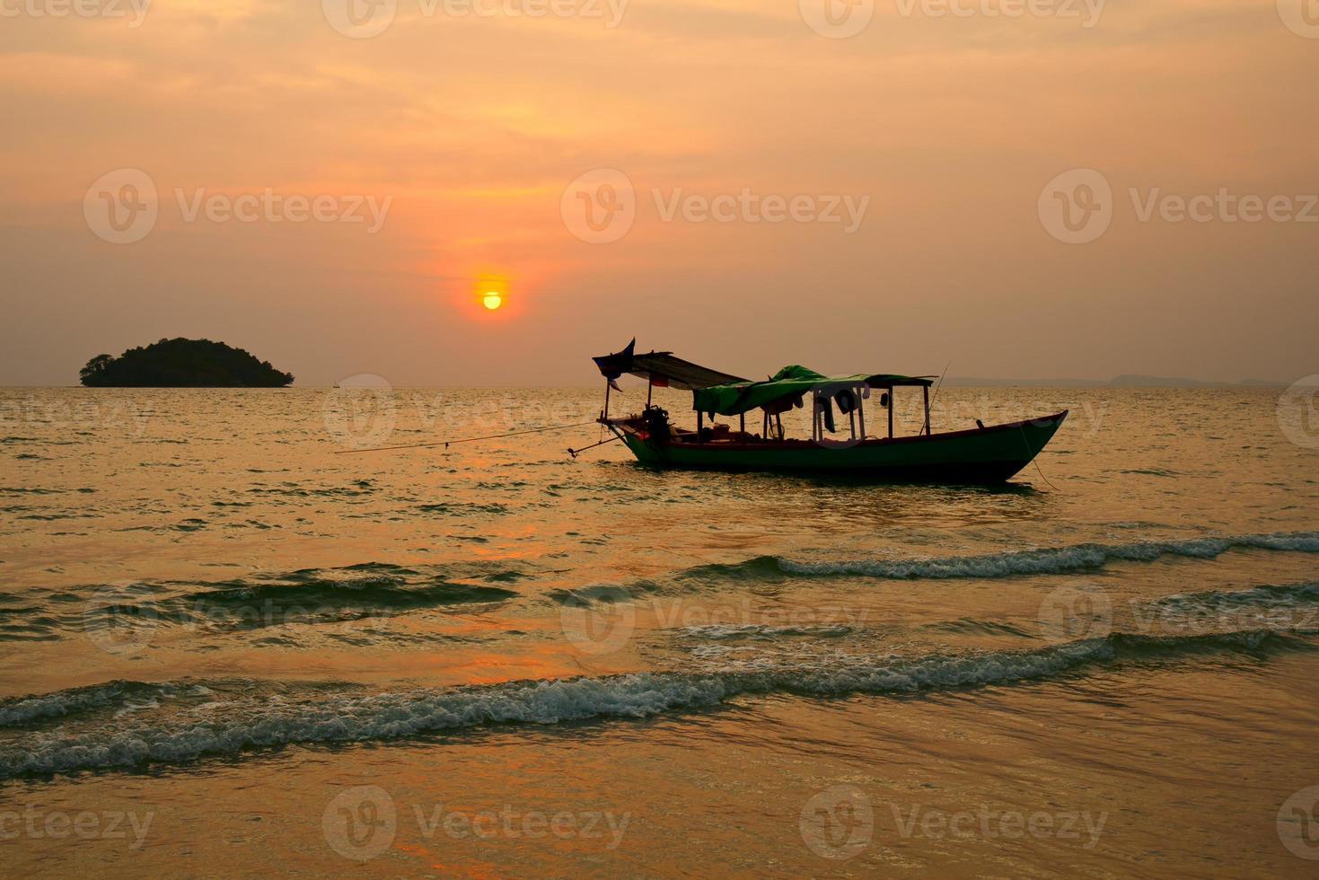 zonsondergang op Cambodja foto