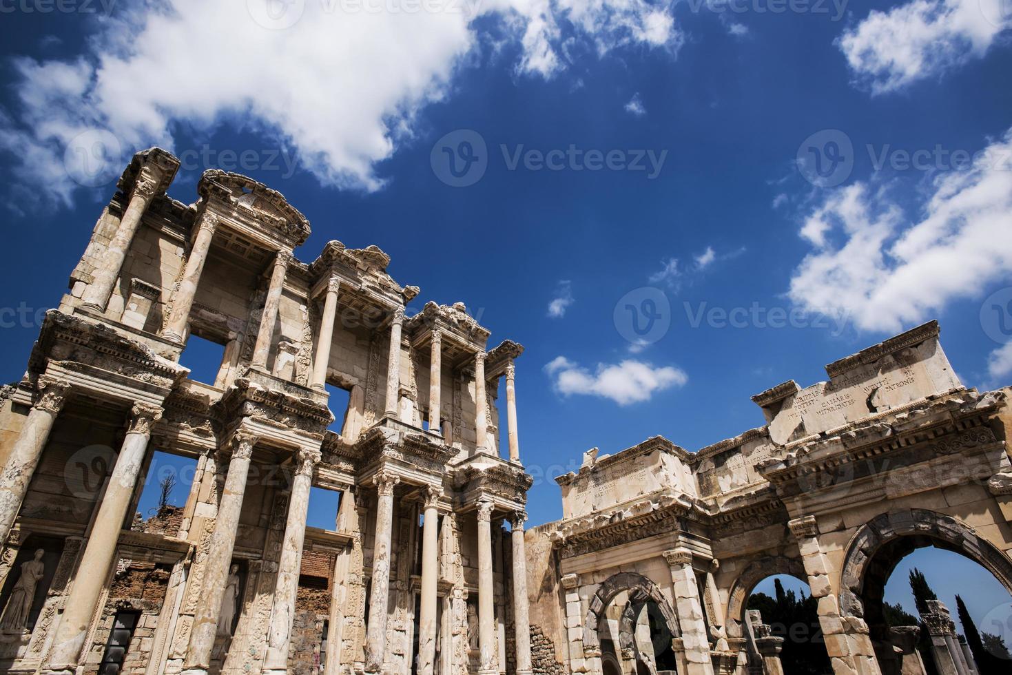 celsus bibliotheek in ephesus museum, turkije foto