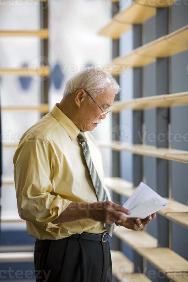 volwassen Aziatische zakenman foto