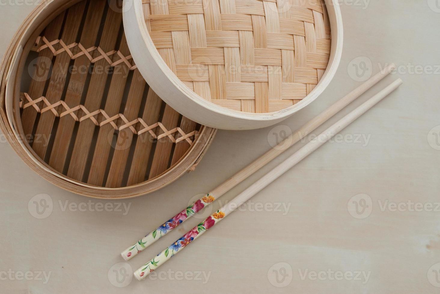 traditionele bamboe stoomboot foto