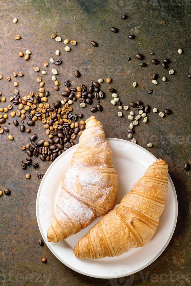 twee croissants foto