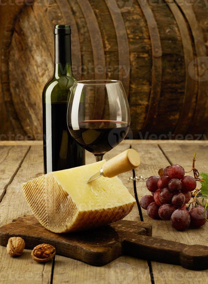 wijn, druiven en cheddar foto