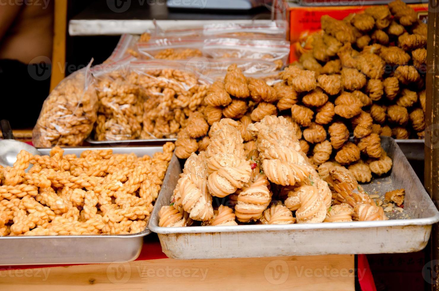 gele tofu op de straatmarkt foto