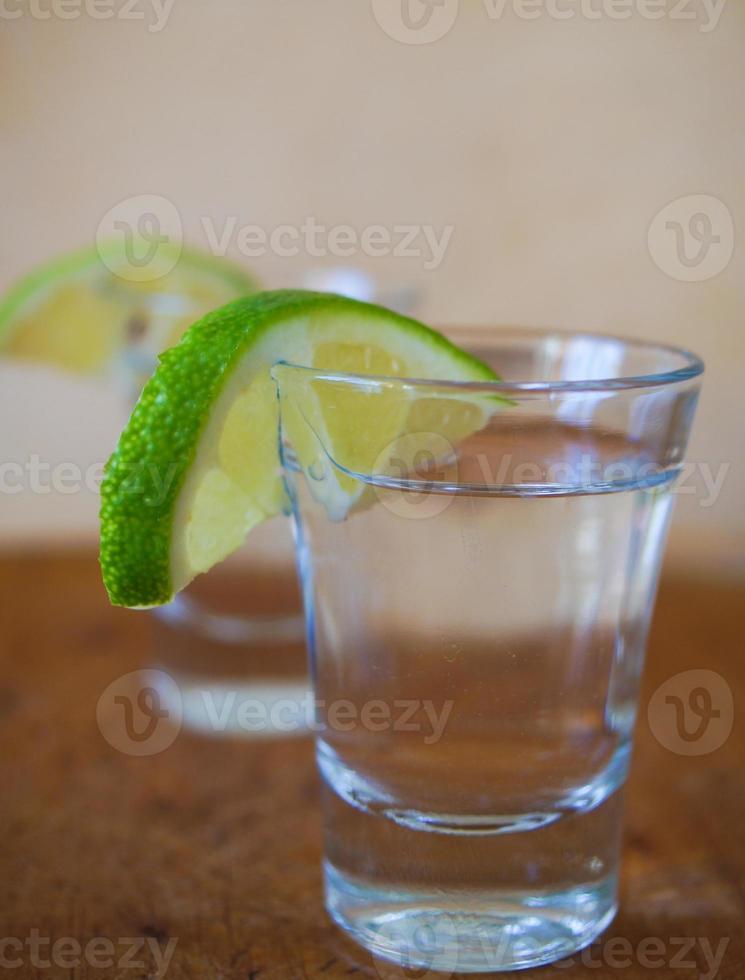 wodka met limoen foto
