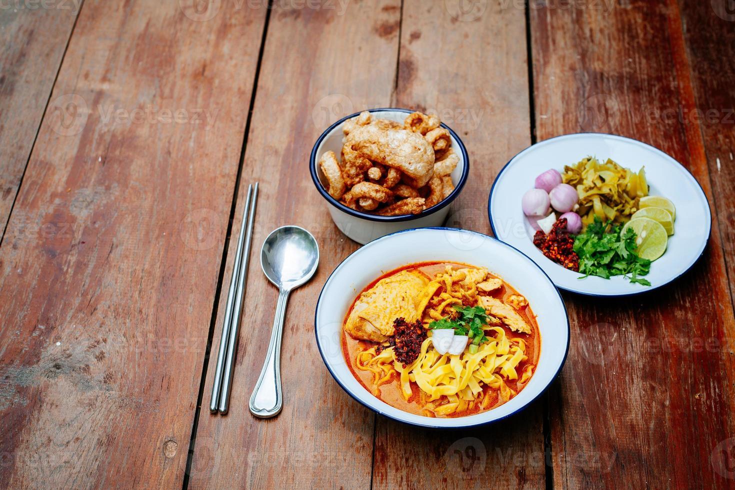 Thais eten (Noord-Thaise noodle-currysoep) foto