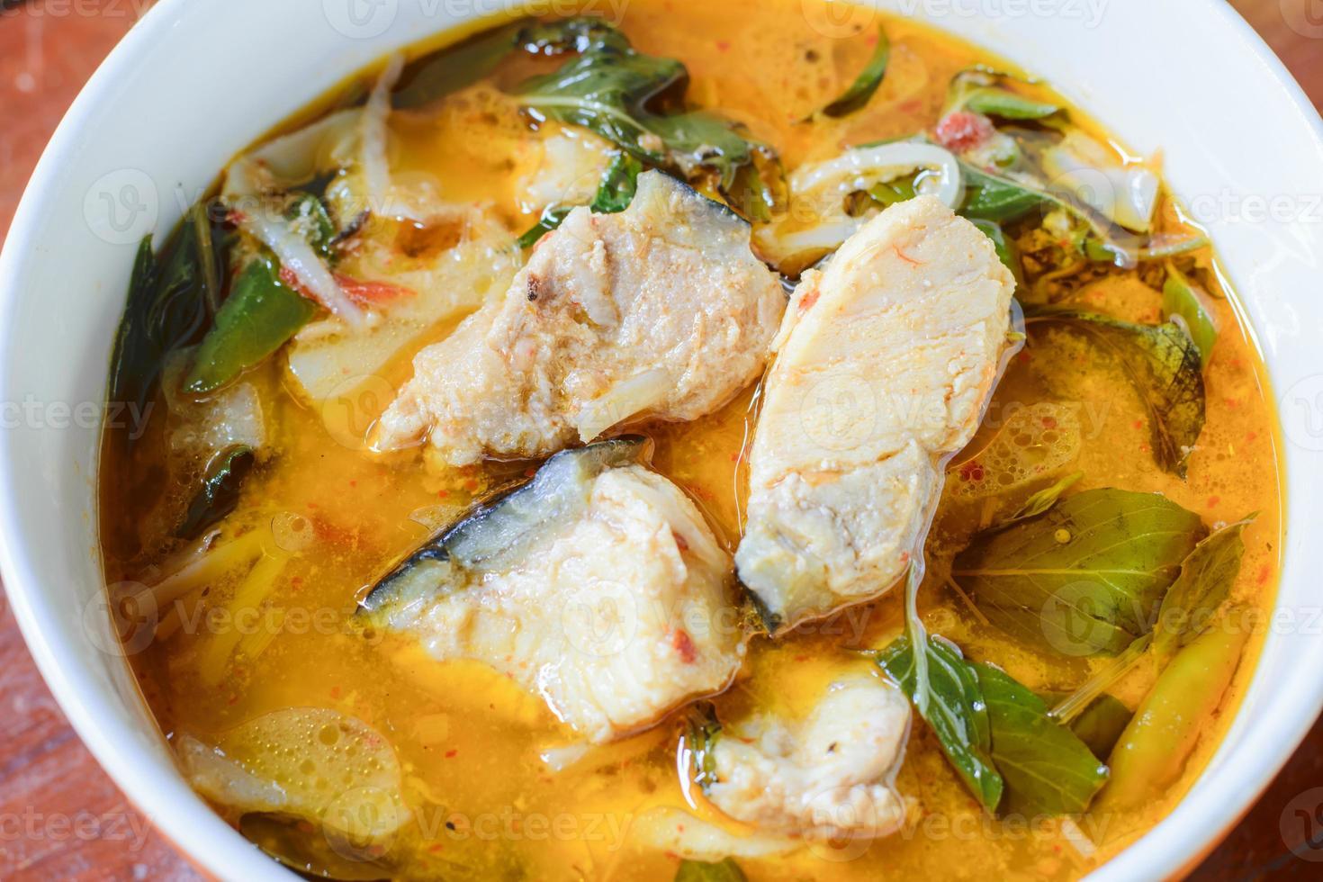 rode curry met vis foto