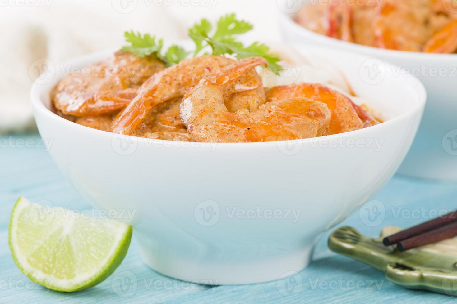 Thaise currygarnaal met noedels foto