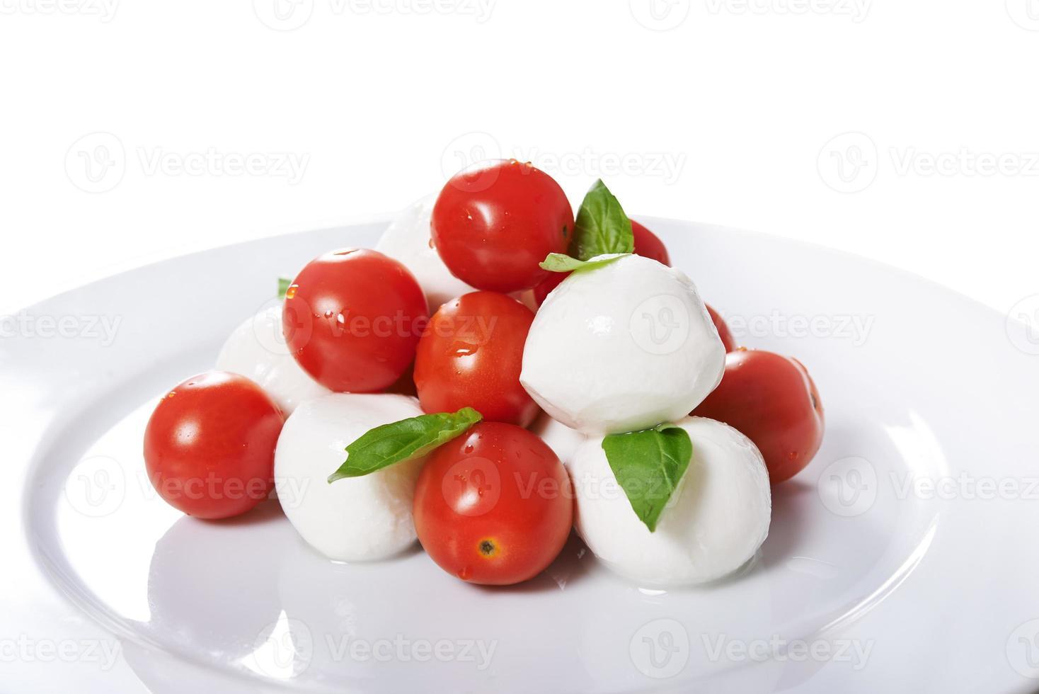 caprese met hele tomaten foto