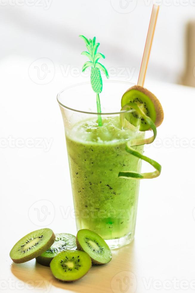 cocktail met kiwi foto