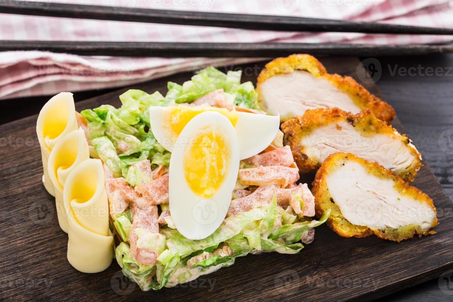 kip tempura salade foto