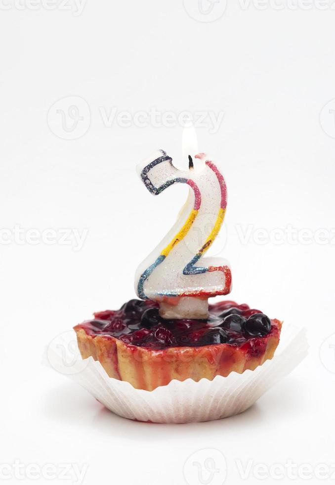 verjaardag cupcake met kaars - nummer twee foto