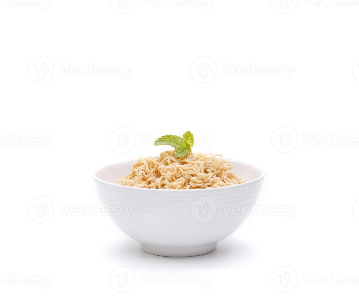 instant noodle in een kom geïsoleerd foto
